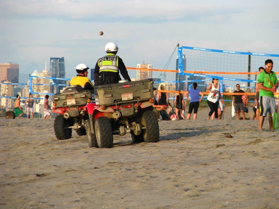 Policie na plážích ve Vancouveru